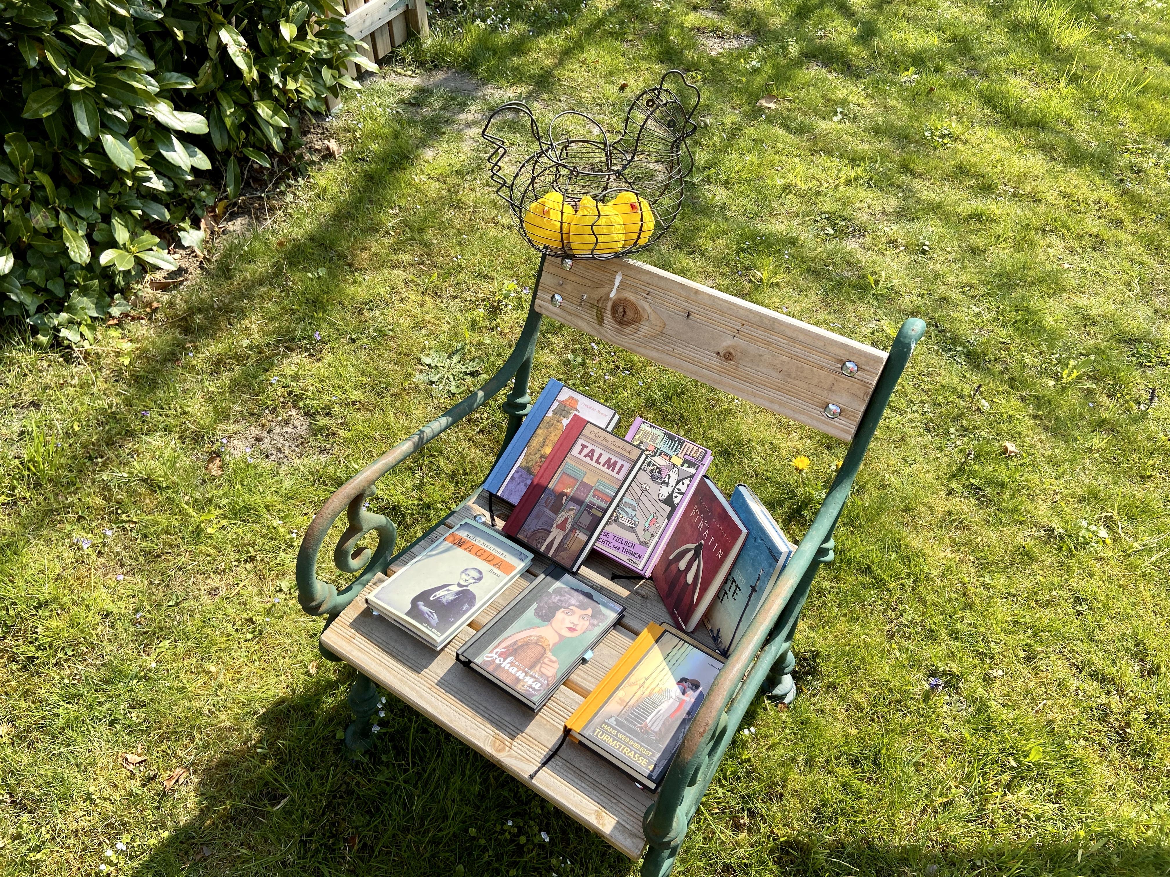 Ins Osternest gehören Bücher.